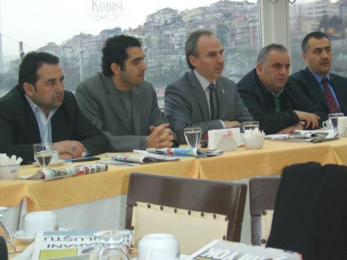 Yaklaşan ilçe kongresi öncesi Ak Parti Üsküdar teşkilatı yerel basınla bir araya geldi.