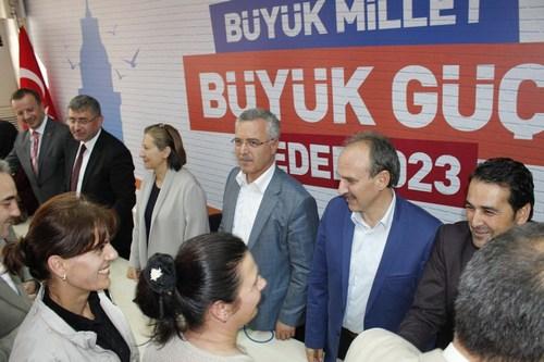 AK Parti Üsküdar İlçe Başkanlığı tarafından her yıl geleneksel olarak düzenlenen bayramlaşma merasimi Kurban Bayramı'nda da halkın yoğun ilgisi ile gerçekleştirildi.
