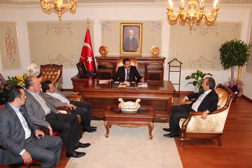 AK Parti Üsküdar İlçe Başkanı Sinan Aktaş ve ilçe yönetimi yeni atanan kaymakam Mustafa Güler'i makamında ziyaret etti.