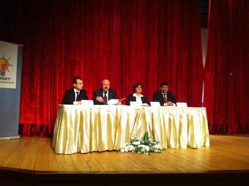 AK Parti Üsküdar İlçe Başkanlığı, 4. olağan kongre'nin ardından ilk yerel yönetimler gündemli danışma meclisi toplantısını 6 Nisan 2012 Cuma akşamı Bağlarbaşı Kültür ve Kongre Merkezi'nde partililerin katılımıyla gerçekleştirdi.