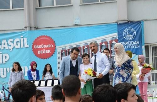 Ali Fuat Başgil İmam Hatip Ortaokulu 2013-2014 Eğitim Öğretim yılı karne töreninde öğrencilerini hediyeye doyurdu.