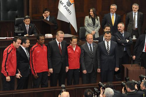 Başbakan Recep Tayyip Erdoğan, Dünya Salon Atletizm Şampiyonası ve Avrupa Güreş Şampiyonası'nda ülkemize madalya kazandıran sporcuları kabul etti.