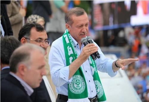 Başbakan Recep Tayyip Erdoğan, son seçim mitingini Üsküdar Çengelköy'de yaptı.