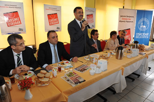Üsküdar esnafının yaşadığı mağduriyeti gidermek ve ilçede ticareti geliştirmek adına başlatılan ''Çarşım Üsküdar'' kampanyası, Belediye Başkanı Mustafa Kara'nın esnafa verdiği kahvaltı ile başladı.