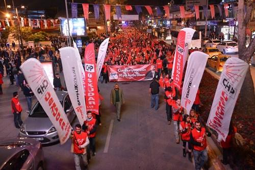 CHP �sk�dar �l�e �rg�t� 29 Ekim Cumhuriyet Bayram� Y�r�y��� d�zenledi
