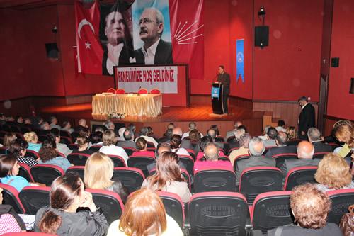 CHP Üsküdar İlçe Başkanlığı 28 Nisan 2012 Cumartesi günü Bağlarbaşı Kültür Merkezi'nde ''Türkiye'de Eğitim Politikaları'' 4+4+4=? konulu bir panel düzenledi.