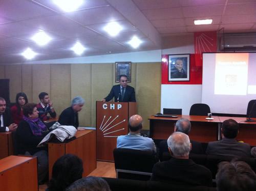 CHP Üsküdar İlçe Başkanlığı 10 Kasım'da ''Atatürk, Cumhuriyet ve Demokrasi'' konulu panel düzenledi.