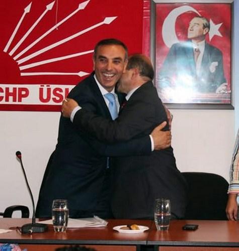 Üsküdar Cumhuriyet Halk Partisi'nde hafta sonu yapılan olağanüstü ilçe kongresinin ardından devir teslim töreni yapıldı.