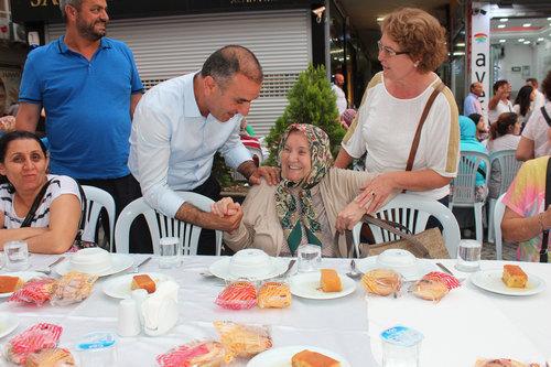 CHP Üsküdar Selamiali Efendi Caddesi'nde Sokak İftarı düzenledi