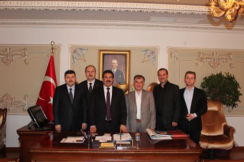 Cide Soğuksu Derneği başkanı Hayri Konuk ve yönetim kurulu üyeleri Üsküdar Kaymakamı Mustafa Güler'i makamında ziyaret etti.