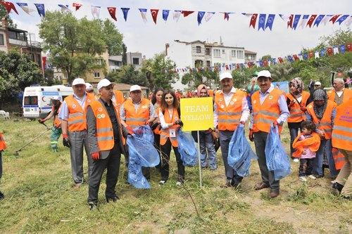 Haydi Yapalım sloganıyla düzenlenen Dünya Temizliği etkinliği Üsküdar Belediye Başkanı Mustafa Kara ve Musevi Cemaati'nin önde gelen isimlerinin de katılımıyla Üsküdar Kuzguncuk Bostanı'nda yapıldı.