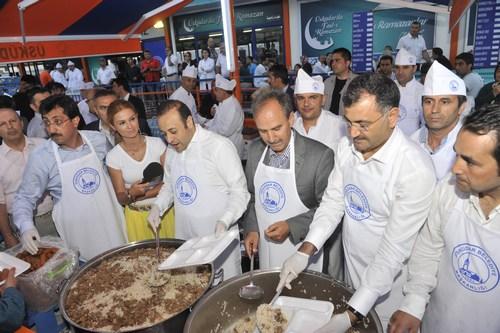 Avrupa Birliği Bakanı ve Başmüzakereci Egemen Bağış, Ramazan'ın ilk iftarını Üsküdar'da karşıladı.