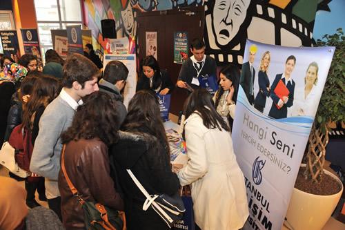 Üsküdar Gençlik Merkezi, 20-21 Aralık tarihlerinde düzenlenen Üniversite Fuarı ve Kariyer Günleri'ne ev sahipliği yaptı.