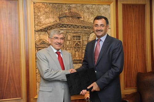 Türkiye'de kurulması planlanan ''Çocuk Üniversiteleri'' oluşturma çalışmalarının ilk adımı Üsküdar'da atıldı.