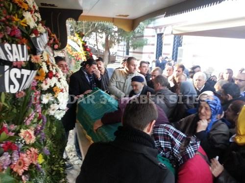 Türkiye'nin en tanınmış ve en büyük ailelerinden birisi olan ekşioğlu ailesi hafta sonunda hayatını kaybeden Yunus Ekşi'nin ardından gözyaşı döktü.