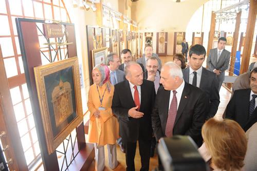 AK Parti İstanbul İl Başkanlığı, İstanbul Büyükşehir Belediyesi ve ilçe belediyelerinin ortaklaşa gerçekleştirdikleri ''Engelleri Birlikte Aşıyoruz'' panel ve kültür programlarının ikincisi Üsküdar Belediyesi'nin ev sahipliğinde Bağlarbaşı Kültür Merkezi'nde gerçekleştirildi.