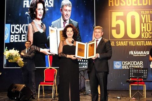 Türk sinemasının efsane oyuncularından Hülya Koçyiğit'in 50. Sanat yılı Üsküdar Belediyesi'nin Bağlarbaşı Kültür Merkezi'nde düzenlediği görkemli bir gece ile kutlandı.