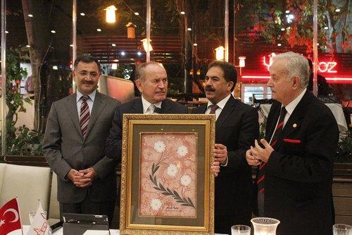 İstanbul Büyükşehir Belediye Başkanı Kadir Topbaş, İstanbul Platformu'nun Çengelköy Yakamoz Restorant'da düzenlediği toplantıda yatırım ve hizmetleri anlattı.