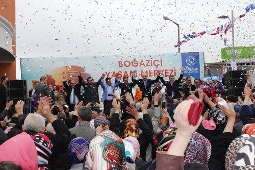 Kirazlıtepe Boğaziçi Yaşam Merkezi, AK Parti Genel Başkan Yardımcısı Numan Kurtulmuş tarafından hizmete açıldı.