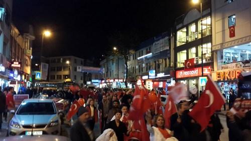 MHP Üsküdar İlçe Başkanlığı, 29 Ekim Cumhuriyet Bayramı kutlamaları dolayısıyla Üsküdar'da zafer yürüyüşü düzenledi.