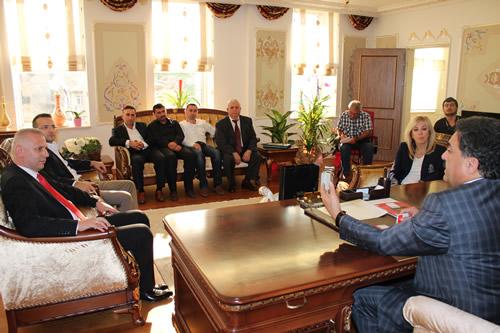 Milliyetçi Hareket Partisi Üsküdar İlçe Teşkilatı Üsküdar'ın yeni kaymakamı Mustafa Güler'i makamında ziyaret etti.