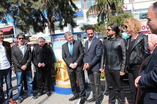�sk�dar Belediyesi'nin oyuncak kampanyas�na sanat��lardan destek