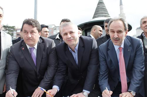 Memur-Sen tarafından tüm Türkiye'de başlatılan ''Kamuda Kılık-Kıyafet Özgürlüğü için 10 Milyon İmza Kampanyası''na Üsküdar'dan destek geldi.
