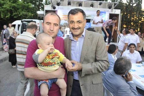 Çadırda iftar geleneğinin öncüsü olan Üsküdar'da, Ramazanlar Sokak İftarları ile bereketleniyor.