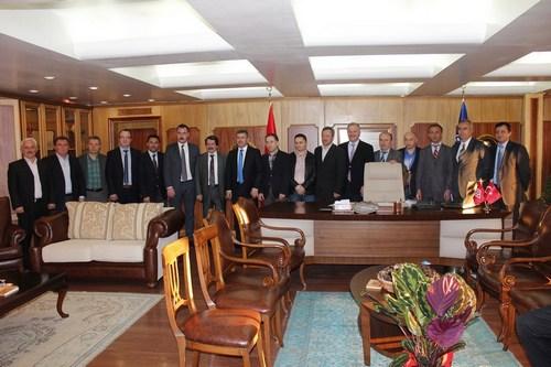 ŞALFED ve Şalpazarı Eğitim Derneği üyeleri Üsküdar Belediye Başkanı Hilmi Türkmen'i makamında ziyaret etti.