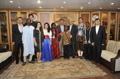 11. Türkçe Olimpiyatları için İstanbul'da bulunan dünya çocukları, Üsküdar Belediyesi Başkanı Mustafa Kara'yı ziyarete etti.