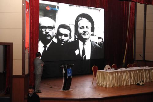 Türkiye Cumhuriyeti'nin 27'nci Başbakanı merhum Necmettin Erbakan'ın ölümünün birinci yılı dolayısıyla Üsküdar Belediyesi tarafından bir anma gecesi düzenlendi.