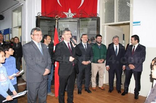 Üsküdar Belediye Başkanı Hilmi Türkmen, ağız ve diş sağlığı haftasında ilçe genelindeki tüm anasınıfı ve 1. sınıf öğrencilerine dış fırçası ve dış macunu hediye etti.