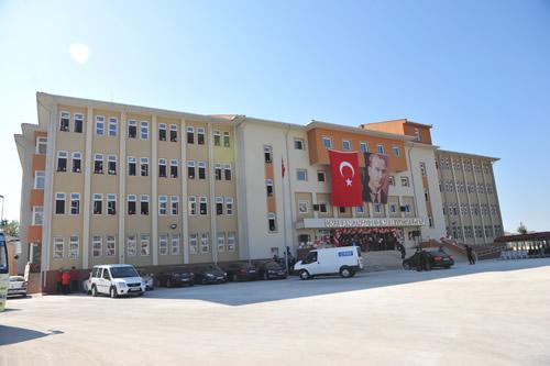 Üsküdar, Ünalan Anadolu Kız İmam Hatip Lisesi düzenlenen törenle hizmete açıldı.