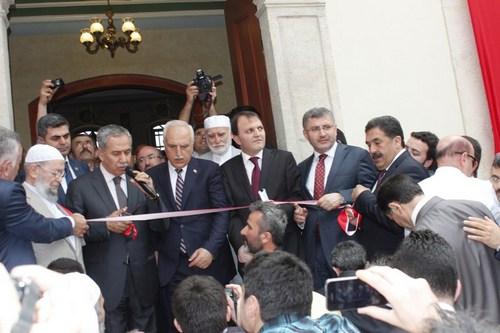 Üsküdar'daki Aziz Mahmut Hüdayi Camii restore edilerek yeniden ibadete açıldı