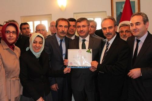 Üsküdar Belediye Başkanlığını kazanan AK Parti adayı Hilmi Türkmen, mazbatasını aldı.