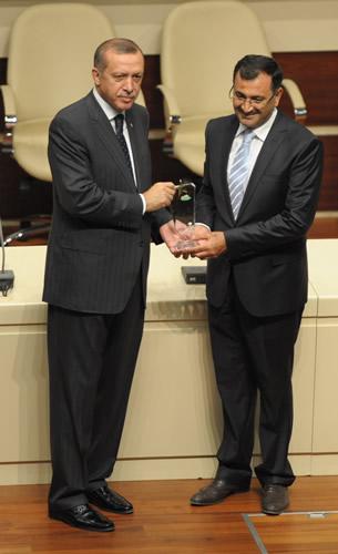 Üsküdar Belediye Başkanı Mustafa Kara, ödülünü Ankara'da düzenlenen törenle Başbakan Recep Tayyip Erdoğan'ın elinden aldı.