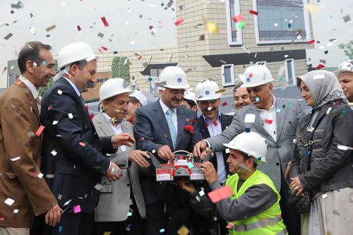 Üsküdar Belediyesi, 2011 yılında da yeni projelerine tüm hızıyla devam ediyor. Üsküdar'ın tarihi ilçelerinden Bulgurlu'da eğitim, kültür, sanat ve sosyal faaliyetler yönünden önemli bir eksiği giderecek olan Bulgurlu Semt Konağı'nın temeli 28 Mayıs Cumartesi günü atıldı.