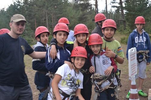 Üsküdar Belediyesi Gençlik Kampı'na katılan 40 öğrenci, okul öncesi moral ve kondisyon depoladı.