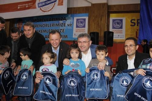 �sk�dar Belediyesi K�� Spor Okullar�n� hizmete a�t�