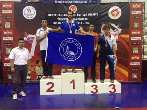 Üsküdar Belediyesi Spor Kulübü'nün sporcuları, İzmir'de, gerçekleştirilen 21 Yaş Altı Ümitler Türkiye Taekwondo Şampiyonası'nda ödülleri topladı.