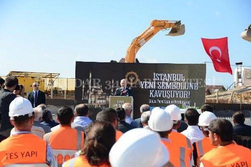 Çamlıca Camii'nin temeli, Çevre Bakanı Erdoğan Bayraktar ve Üsküdar Belediye Başkanı Mustafa Kara'nın katıldığı sade bir törenle atıldı.