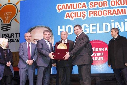 Üsküdar Belediyesi tarafından inşa edilen Çamlıca Spor Okulu, İstanbul Büyükşehir Belediye Başkanı Kadir Topbaş tarafından hizmete açıldı.