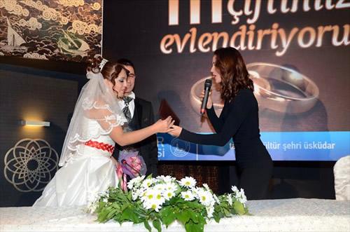 Üsküdar Belediyesi 11.11.2011 tarihinde evlenmek isteyen 111 çiftin nikâhını kıydı.