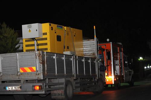 Üsküdar Belediyesi, 7.2'lik deprem sonrası arama kurtarma çalışmalarında kullanılmak üzere 4 araçlık bir Acil Kurtarma Konvoyu ve 11 kişilik uzman bir ekibi bölgeye gönderdi.