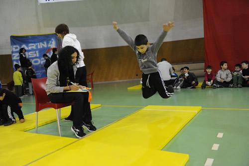 ''Üsküdar Enlerini Arıyor'' eğlenceli atletizm ligi, Validebağ'da yapılan kros yarışmalarından sonra Burhan Felek Spor Kompleksi Kubbe Salon'da yapılan atletizm müsabakalarıyla devam etti.
