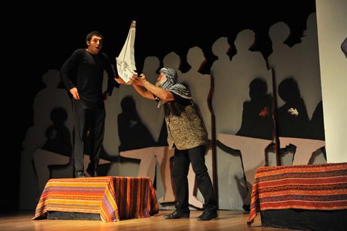 Üsküdar Belediyesi bünyesinde bulunan Üsküdar Gençlik Merkezi madde bağımlılığı konusunda gençleri bilinçlendirmek amacıyla tiyatro oyunları sahneliyor.