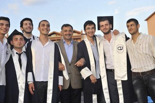 Üsküdar Gençlik Merkezi Üsküdarlı Lise Öğrencilerini Mezun Ediyor