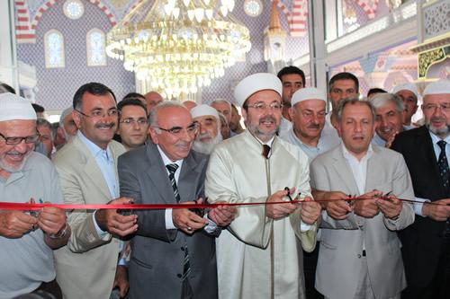 Üsküdar Güzeltepe'de bulunan Birlik Camii Ramazan ayının ilk Teravihi'ne yetiştirildi.