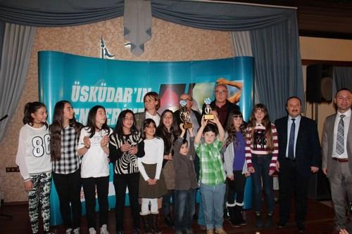 'Üsküdar En'lerini Arıyor' eğlenceli atletizm ligi yarışması finallerinde kazanan öğrenciler, aileleri birlikte yemekte konuk edildi