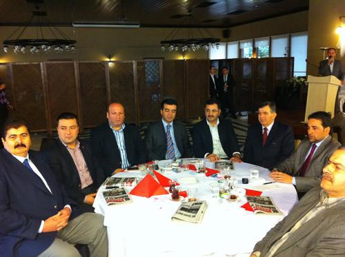 Kısa adı Kas-Der olan Kastamonulular Dayanışma Derneği'nin Üsküdar Şubesi Aralık 2010 da kuruldu ve ilk faaliyetini pazar günü bir kahvaltı ile gerçekleştirdi.